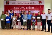 """Đoàn thanh niên Agribank Hà Tĩnh tổ chức Chương trình """"Bát cháo tình thương"""" cho 150 bệnh nhân nghèo"""