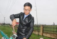 Chàng thanh niên chế tạo thành công bộ điều khiển máy cày từ xa