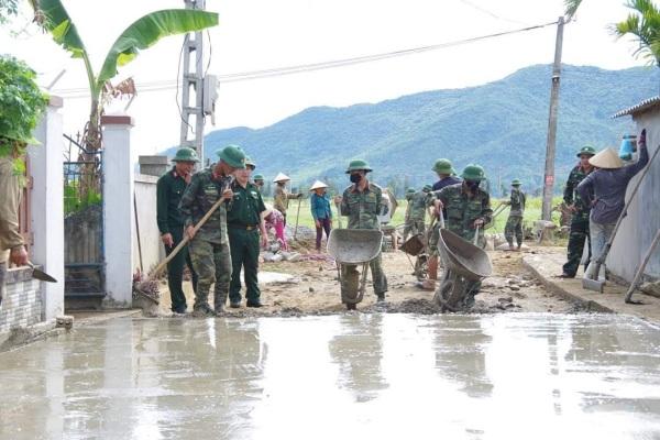 BCH Quân sự tỉnh: Hỗ trợ nhân dân xây dựng nông thôn mới.